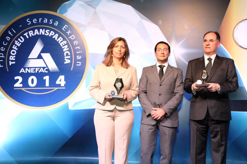 Na foto: Luciene Gomes (Controladoria) e  Cristiano Correa de Barros (Diretor de Finanças e Relações com Investidores).